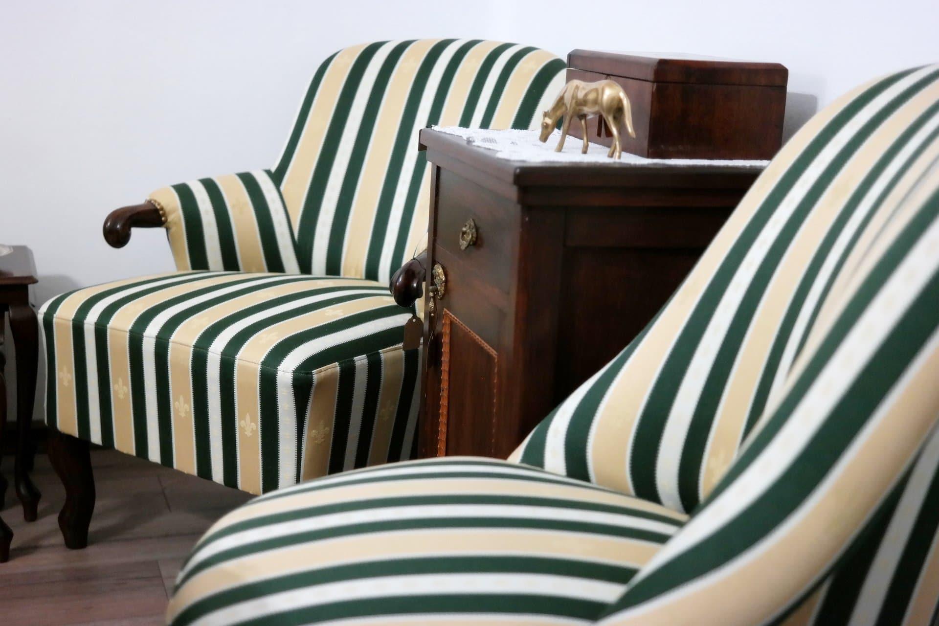 Felújított antik fotel eladó