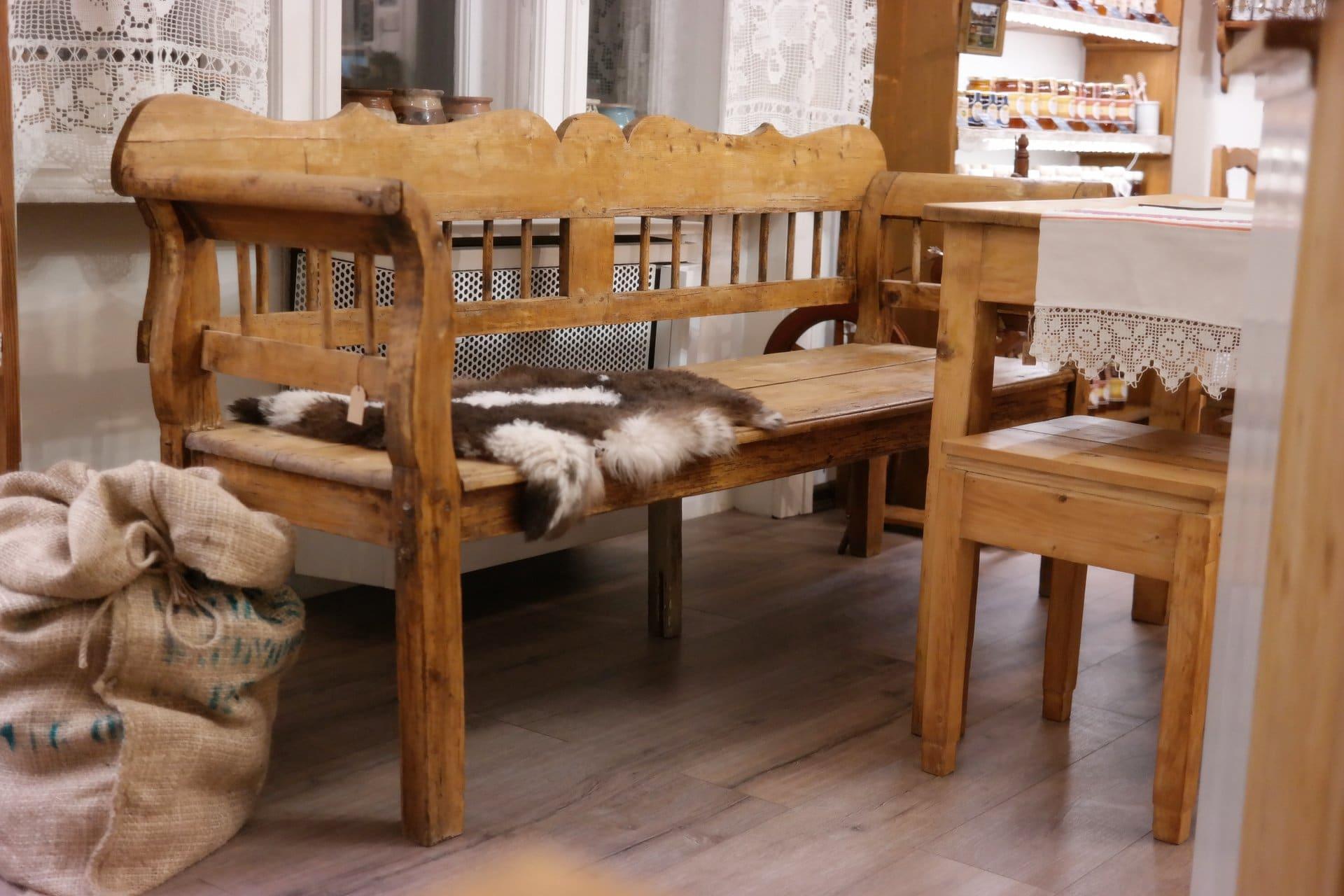 Paraszt lóca, kanapé