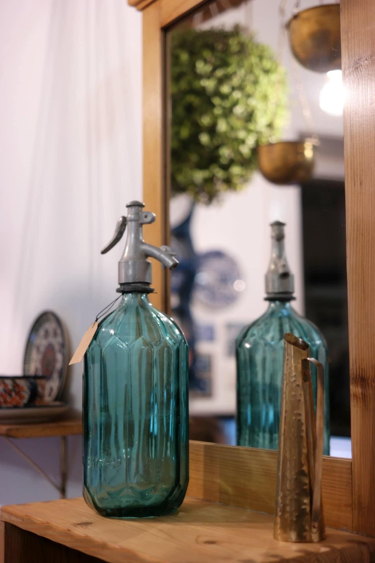 Régi kék szódásüveg Székelyföldről.