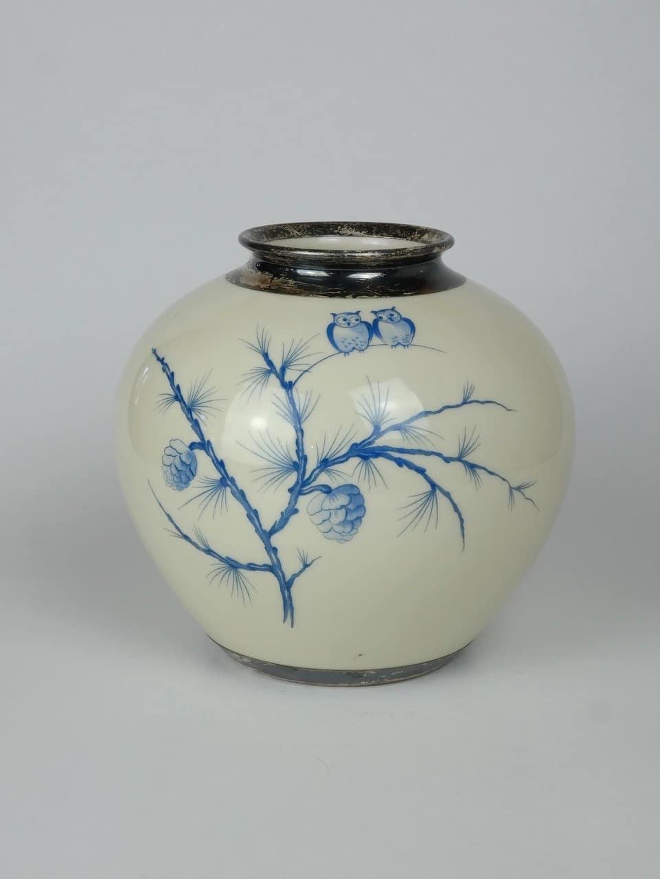 Jelzett, kézzel festett váza ezüstözéssel
