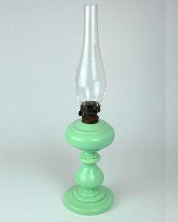 Mentaszínű petróleumlámpa szakított üveggel