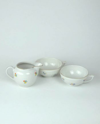 Két teás csésze kiöntővel