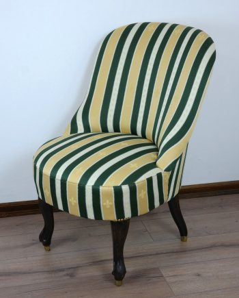 Hattyúlábas fotel réz papucsokkal