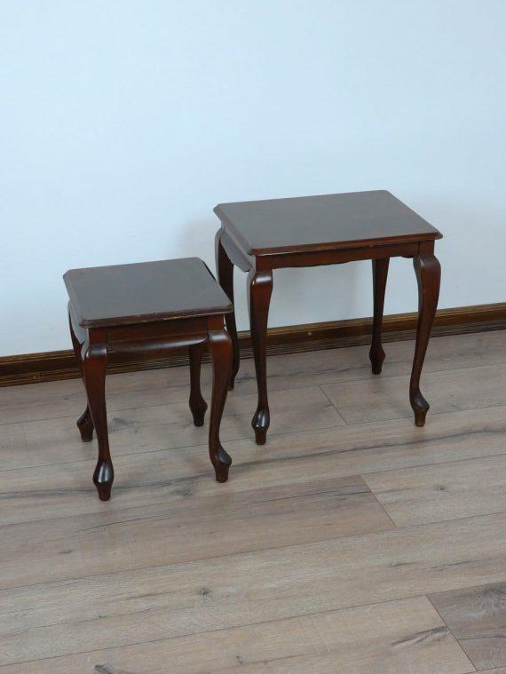 Kis asztalkák párban