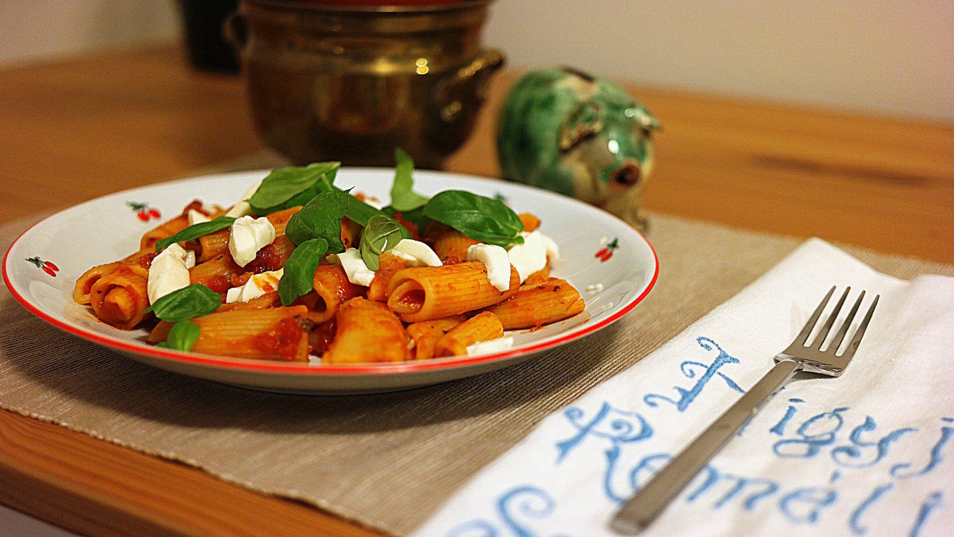 Olasz paradicsomszószos tészta – finomat, minőségit nagyon egyszerűen és nagyon gyorsan