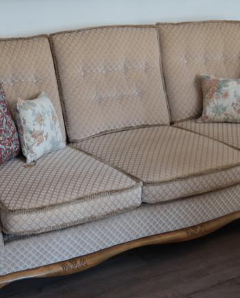 Antik jellegű kanapé újszerű állapotban
