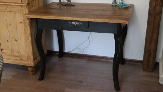 íves lábú antik asztal